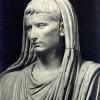 Август в образе понтифика