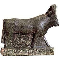 Статуя бога Аписа в образе быка