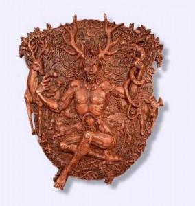 Сидящая фигура с оленьими ногами ( упоминание о боге Цернунносе) имеет всего 45 см в высоту.