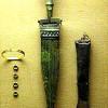 Кинжал с антенным навершием и втульчатое тесло. VI-V вв. до н.э. Кельтский музей в Халяйне. Австрия.