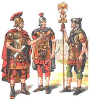 Римские воины (слева направо): легат, центурион, легионер со знаком легиона.