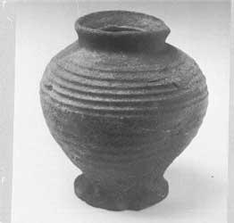 глиняный горшочек 13-14 вв. Кёльнский  музей.