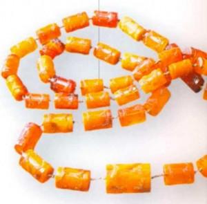 Ожерелье из 49 цилиндрических кусочков янтаря. Польша. 1600 г.