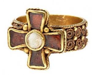 Перстень с крестом, Франки, V-VI века, инкрустация, золото, скань, зернь.