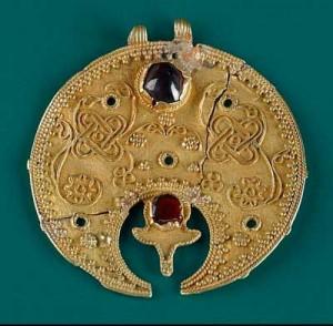 сокровища эпохи Меровингов Подобная фибула могла весить до полкилограмма и быть до 30 см в длину