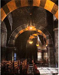 Палатинская капелла в Аахене — дворцовая часовня Карла Великого IX век. Церковь он во все годы глубоко почитал и свято соблюдал все обряды.