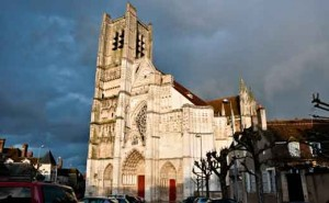 Фасад кафедрального собора Сент-Этьен