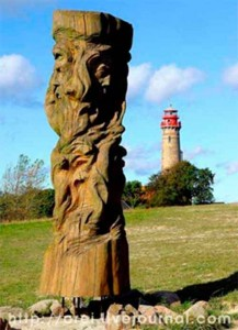 Идол Святовита, установленный в Арконе польскими язычниками в 90-е годы.