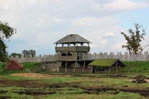 Реконструкция древнеславянского поселения в Волине.