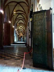 Одна из этих дверей.