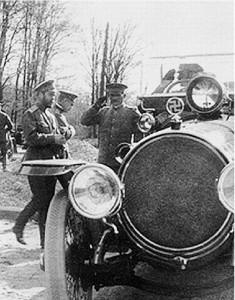 На радиаторе парадного лимузина императора Николая II все та же свастика - традиционный арийский символ Руси с древнейших времен.
