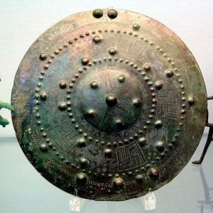 Свастика на Бронзовом нагруднике, Этрурия, 675 г. до н.э