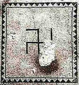 Израиль. Эйнгели. Свастика на мозаичном полу древней синагоги.